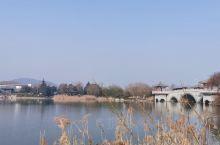 云龙湖景区很大,适合骑车游玩,走路的话估计一天都不够。