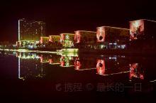 """《白水夜色》新疆·阿克苏。阿克苏市于塔里木河上游,因水得名,维吾尔族语意为""""白水城""""。古为秦汉西域三"""