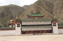 拉卜楞寺礼佛           距离甘南藏族自治州夏河县城西0.5公里处,即来到了我国藏传佛教(即