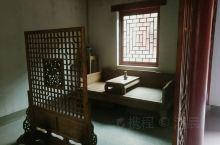 中国古代庭院式建筑:由一个独立的院落,构成的一系列小型建筑群的统称。比如传统的有,中国古代的四合院,