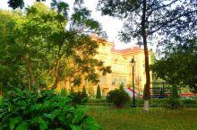胡志明故居 胡志明故居的主席府(以前是法国印度支那总督府)。 胡志明 (1890—1969) 原名阮