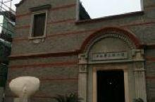 徐志摩故居,是徐志摩与陆小曼婚后短暂居住地,是一幢中西合璧式的小洋楼,为海宁市重点文物保护单位,国家