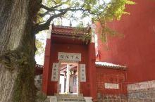 福严寺是六朝陈代光大元年(567)由高僧慧思和尚创建。当时名叫般若禅寺,又名般若寺。唐朝先天三年,怀