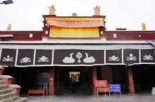 推荐理由: 昌珠是历史上雅砻部落的肇兴之地。相传这里过去是一片湖泊,里面藏有毒龙,龙头像蛇,五冠,非