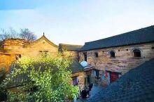 王硇(náo)村是中国历史文化名村,地处河北省邢台市沙河市西南部,太行山东麓,四面环山,地形隐蔽,环