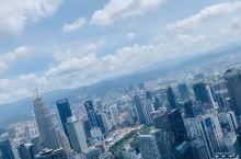 421米的吉隆坡塔看吉隆坡全景还是很不错的,但最好的还是sky box里照相了,99马币其实就是为了