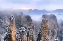 湖南省武陵源区,位于张家界。这里,有山有水,山青水秀。登山望远,一望无际的大山,风景秀丽宜人,空气新