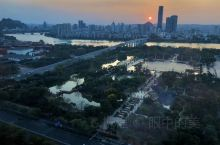 柳州的夕阳 ,[爱心]人生的路,总有几道沟坎;生活的味,总有几分苦涩。重要的是懂得调解。有些事,无能