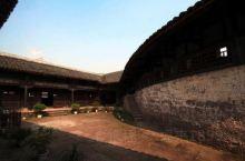 """宝箴塞民俗文化村号称""""蜀中第一军事要塞"""",为豪门段氏家族为避战乱而修建的集军事防御、生活起居于一体的"""