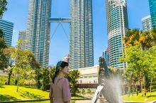吉隆坡像一块彩色的拼图,将不同颜色,不同民族特色建筑都拼接在一起。市中心的游览景点相对比较集中,合理