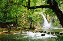 诸暨是於越文化的发祥地,是古代美女西施的故里。 五泄风景区位于诸暨市西北23公里处,瀑布分为五级,总