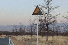 山西太原   无意中发现的绝美公路 无意中发现的日落圣地,沿着青草坡向上走,路过莱芠小镇,走过一段坑