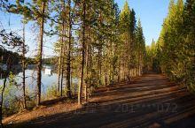 大提顿国家公园四 大提顿国家公园:位于美国怀俄明州西北部壮观的冰川山区,1929 年建立,占地125