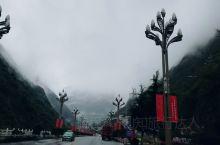 沪定海螺沟。由于突降大雪318国道封路,当即返程绕道(前面很多车都困在折多山上,有困4.5天的,天气