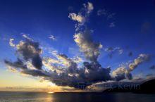 五渔村去过无数次,云这辈子也没少看,可这样的云,并且还能拍摄到,也是第一次,