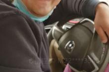 这个纯朴热情的小伙子名叫谢木西丁,在 和田地区客运站墨玉县喀尔赛分站  我和老公搭乘他的车,一路上,