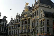 布鲁塞尔大广场,是西欧比利时的首都布鲁塞尔的中心广场;1998年联合国教科文组织将布鲁塞尔大广场列入