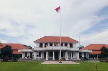 「印度尼西亚」泗水     泗水,爪哇语苏腊巴亚(Surabaya),原意是鲨鱼和鳄鱼,因此地原为荒