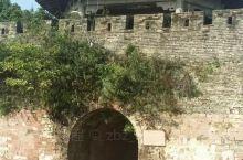 封开古城,坐落于广东肇庆封开县江口镇北山之南,始建年代不详,现址是在明正统十四年(1450年)黄萧养
