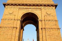 印度门位于新德里中心地带,高42米,当时是为了纪念一战期间阵亡的印度将士而修建。外形酷似法国凯旋门,