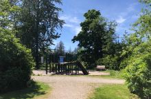 Eric Hamber 中学旁的小公园
