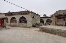 龙门石窟位于中国河南省洛阳市南郊12公里处的伊水两岸的龙门山和香山崖壁上,主要开凿于北魏中期至北宋的