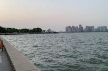 第二次来苏州金鸡湖玩耍。金鸡湖,位于江苏省苏州市老城区东北部、苏州工业园区中部,南邻独墅湖,中心位置