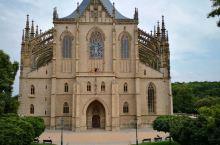 #捷克银矿小镇~秋日的库特纳霍拉#         库特纳霍拉是捷克西部城市,在布拉格东南约72公里