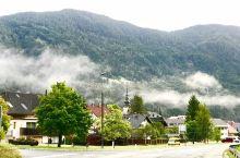 阿尔卑斯山脚下马路边的小镇,随便拍都是九寨沟的风光,不要门票不收观光车费,没有购物点,都说现在穷人才