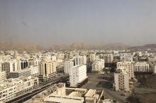 有山有海有沙漠的城市
