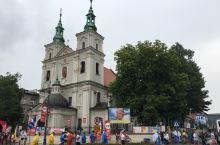 《克拉科夫前篇》  因為參加世青第一次踏足波蘭克拉科夫。不大而充滿歷史厚重感的小城處處都係聖堂,走在