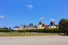 皇帝的夏宫,1.拿破仑被流放前最后离开的住宅.2.法越停战胡志明和戴高乐谈判的地点.3.英法联军入侵