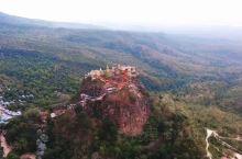 波巴山 今天的旅程是离蒲甘一个小时车程的波巴山Mount Popa. 波巴山是个很偏僻的地方。打个比
