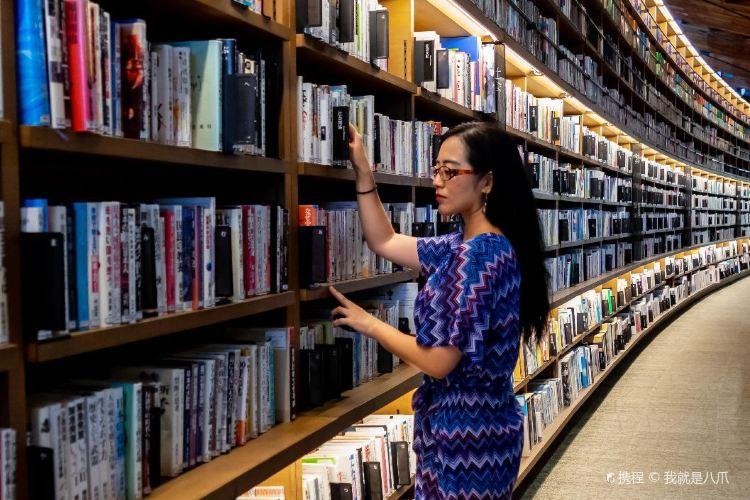 武雄市圖書館2