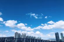 从柏悦酒店门口看广安大桥 别有韵味! 惬意的散步路,路旁岸边尽是有关电影的介绍,这个路也叫《电影散步