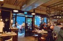 奥克兰排名第一的网红店Depot  Depot是不接受预定的。  餐厅位于奥克兰市中心天室塔Sky