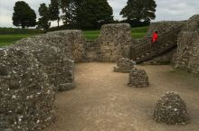 Old Sarum ---- 旧萨鲁姆是英格兰索尔兹伯里最早的定居点。 该定居点位于现代索尔兹伯里以
