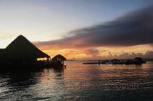 多米尼加的博卡其卡,由于一路奔波早上三点就醒了再也睡不着,处理了一下工作之后便在六点多去海边看日出。