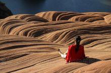 陕西靖边丹霞地貌,波浪谷。 在陕北高原的靖边县,有一个从未被外人发现的处女风光地,它堪与美国西部波浪