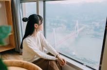 每间客房都可以欣赏重庆江景的网红酒店 来住.千寻是联合国际的56层有一家空中酒店,是一家颜值特别高的