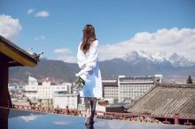 相比大家去云南选民宿,都会想着天空之镜吧……今天为大家推荐一家丽江的民宿,花筑伴山云府。民宿最大的亮