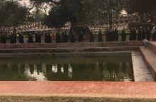 尼泊尔蓝毗尼,释迦摩尼诞生的地方。当地信徒无比虔诚地祈祷,祝福,修行。在这里,人们的心灵似乎宁静净化
