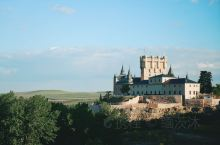 【阿尔卡扎城堡】 1474年,亨利四世死后,伊丽莎白女王就在阿尔卡扎城堡即位,成为 卡斯 蒂利亚王国