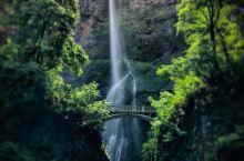 飞流直下三千尺的蒙诺玛瀑布让人赞叹不绝 或许大家都知道,李白有一首诗是形容瀑布的,这首诗以前是用死记