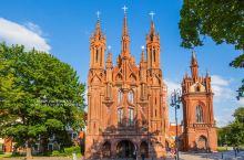 盘点世界遗产维尔纽斯古城值得探索的教堂:  (1)圣安妮教堂:建于15世纪末期,全部采用红砖砌成,据