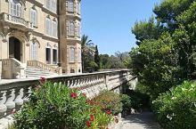 这家别墅真的超级好看哦  在这家酒店的外面,有一个特别大的草坪,就在酒店,它最突出的不是它的价格,也
