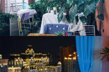 贵阳 | Villa天台咖啡厅   这是一家有格调的空中咖啡厅,在靠窗位置可以看到网红白宫的样子,晚