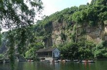 【绍兴】东湖和书圣故里 1 东湖在绍兴古城东约六公里处,以崖壁、岩洞、石桥、湖面巧妙结合,成为著名园