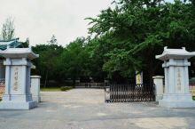 高丽博物馆始建于11世纪初,是高丽国的行宫——大明宫。总面积高达7万平方米,建有12栋主建筑物及6栋