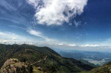 括苍山位于台州临海,是浙江名山之一。山势雄拔陡绝,博大险峻,风光秀丽。山上建有中国第四大风力发电场。